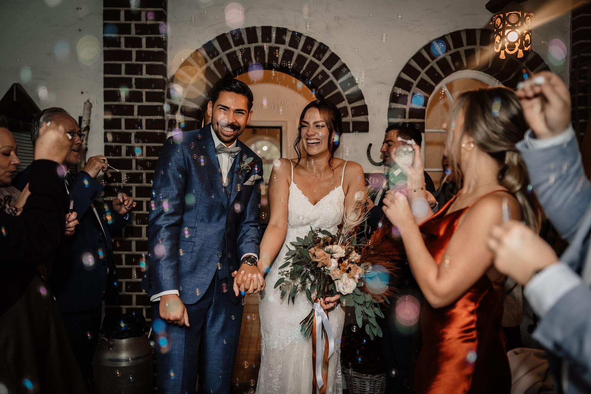 Brautpaar Hochzeit Seifenblasen